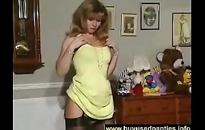 british-milf-slut-anna-in-a-solo-scene-on-the-bed