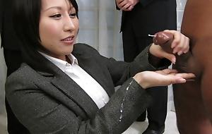 Yuuna Hoshisaki servicig her horny top brass needs
