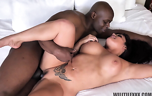 Thicc tattooed MILF enjoys her BBC lover