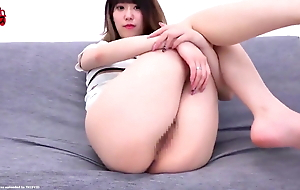 Sexy Jap girl, face farting